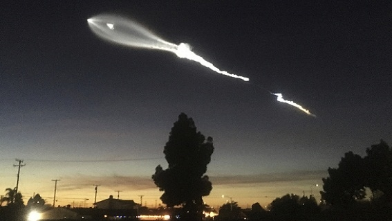 SpaceX phóng tên lửa Falcon 9 mang chùm 58 vệ tinh Starlink
