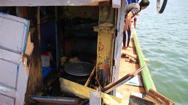 Tàu ngư dân bị tàu TQ đâm: 'Tôi bị đạp...30-40 cái'