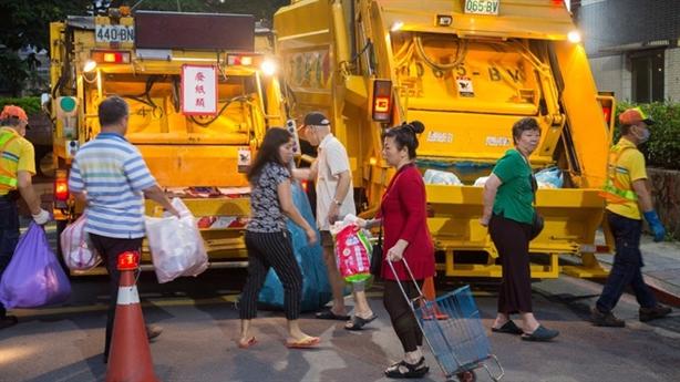 Thu phí rác sinh hoạt theo kilogam: Sao phải ngại?