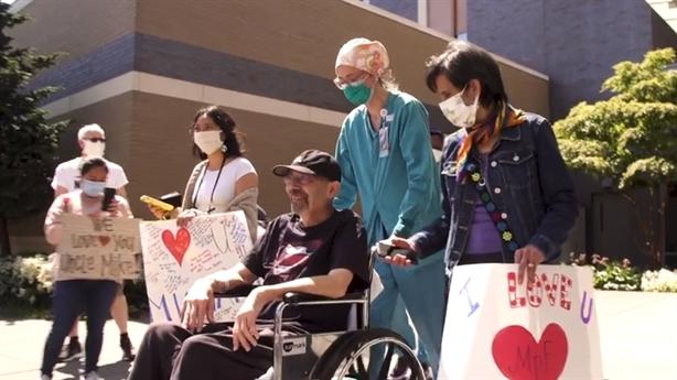 Điều trị COVID-19 tại Mỹ: Người sống sót thất thần
