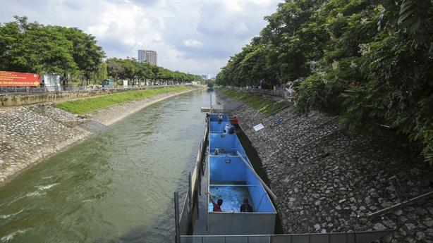 Tranh cãi từ bỏ-chưa từ bỏ xử lý nước sông Tô Lịch