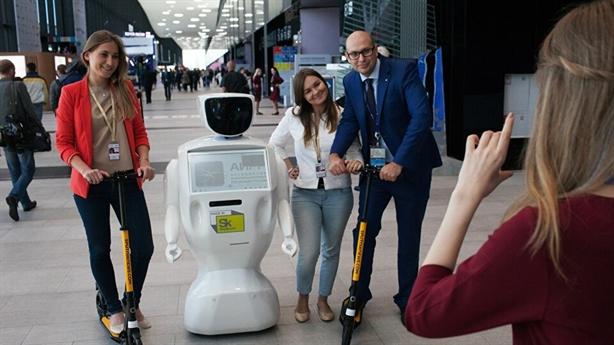 Mỹ dùng robot Nga tư vấn cho khách tại sân bay
