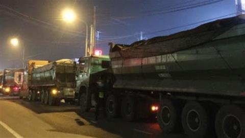 Tịch thu đoàn xe than quá tải lộng hành ở Đồng Nai