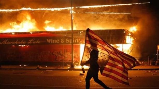 Foreign Policy: Nước Mỹ đang bốc cháy!