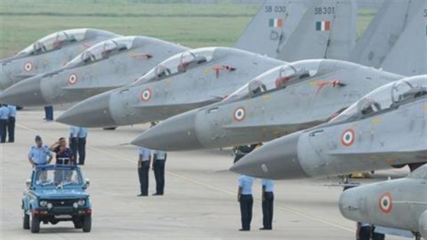 Ấn Độ mua hơn 30 chiến đấu cơ giữa tình hình nóng
