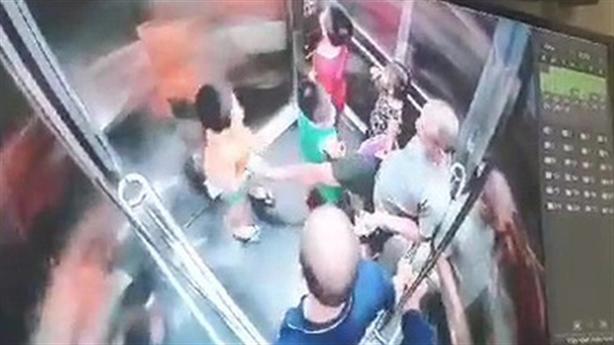 Trích xuất camera vụ lấy chân khều vùng kín bé trai