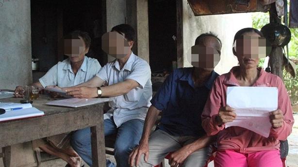 Xã buộc dân nộp tiền để trả nợ...quán xá: Giải thích nóng