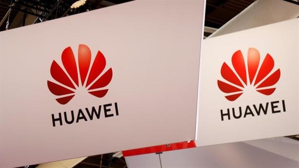 Sợ Mỹ trừng phạt mạnh tay, Anh dự trữ hàng của Huawei