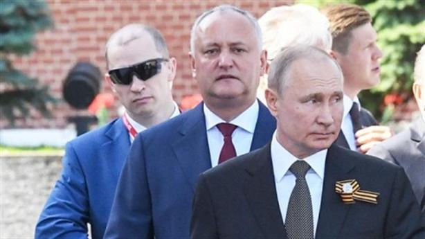 Đằng sau cặp kính các vệ sĩ của Tổng thống Nga