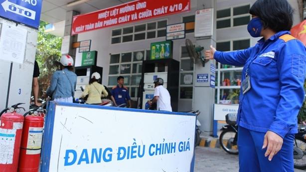 Giá xăng tăng liên tiếp, doanh nghiệp vẫn kêu lỗ nặng