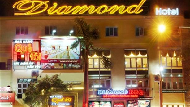 Bà chủ khách sạn Diamond treo cổ tự tử: Chồng phát hiện