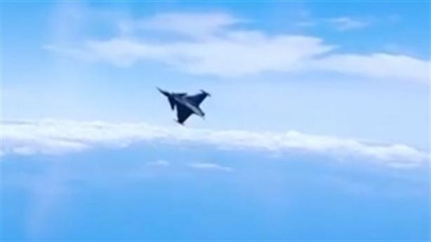 JAS-39 Gripen Thụy Điển có màn nhào lộn ấn tượng