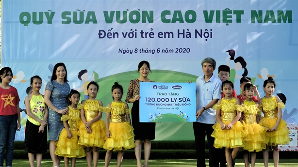 Vinamilk mang niềm vui uống sữa đến 1.300 trẻ em Hà Nội