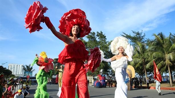 Carnival đường phố Sầm Sơn làm nức lòng hàng ngàn du khách