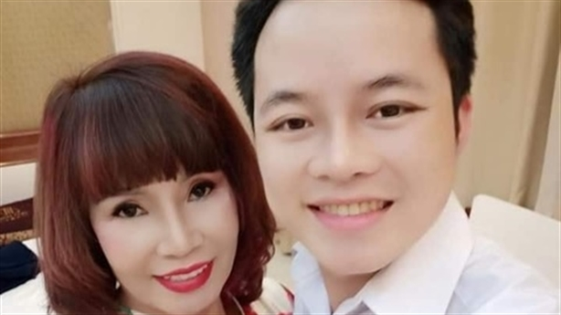 Cô dâu Thu Sao cảm ơn Hoàng Hường–Răng sứ nâng nhan sắc