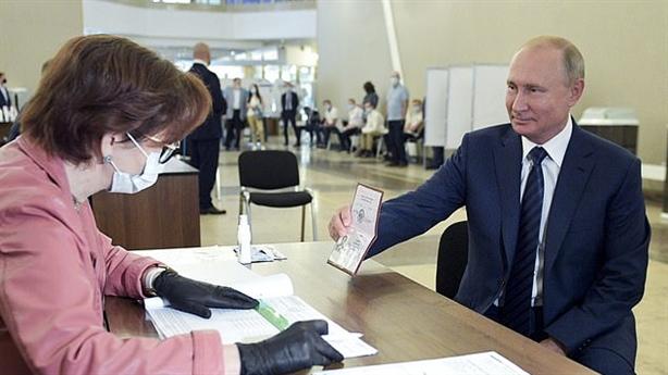 Phương Tây cay đắng vì dân Nga làm tăng sức mạnh Putin
