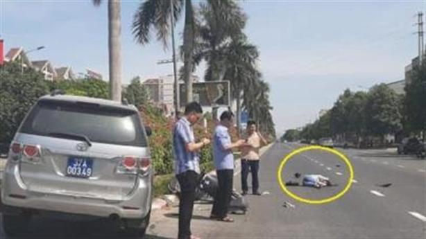 Xe biển xanh gây tai nạn:Lý do cán bộ nhìn điện thoại