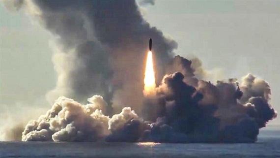 10 tàu ngầm Nga biến Đại Tây Dương thành ao làng