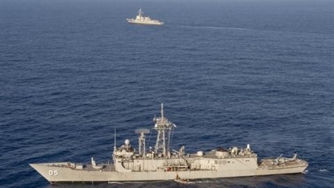 Hai chiến hạm Mỹ định chặn bắt 4 tàu chở dầu Iran?
