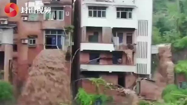Trung Quốc lại đón mưa cực to khi Tam Hiệp giảm xả