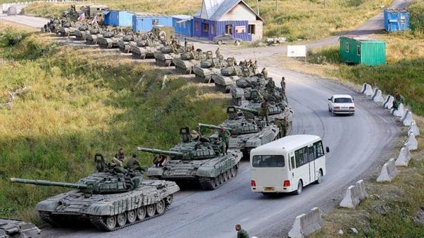 Kiev tố sức mạnh Nga áp sát nam Ukraine