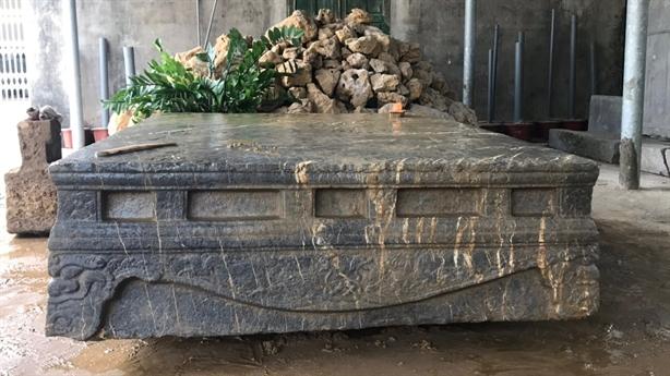 Sập đá cổ vừa được phát hiện có giá trị thế nào?