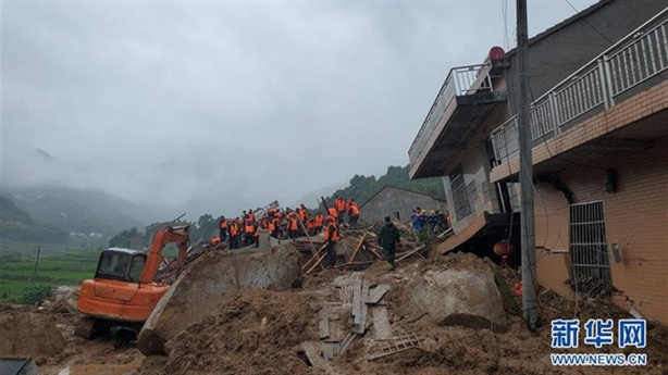Lở đất ở tỉnh có đập Tam Hiệp, tiếp tục mưa lớn