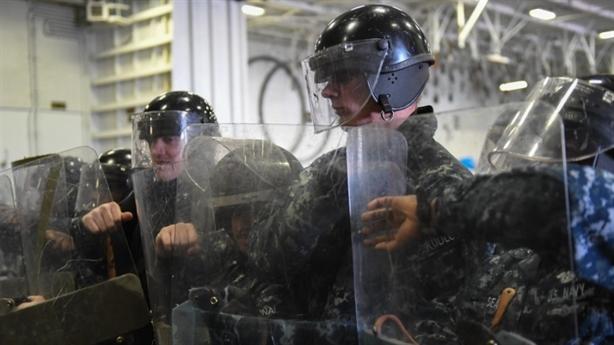 Nhà thầu Mỹ bán áo giáp Trung Quốc để chống bạo động