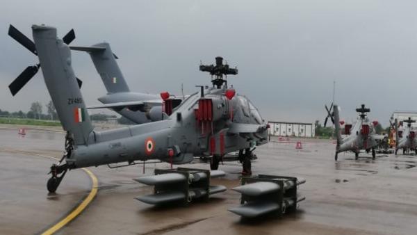 Ấn Độ chuyển thẳng Apache mới lên tuyến biên giới