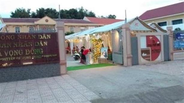Cho cán bộ mượn sân UBND làm đám cưới: 'Không phải nể'