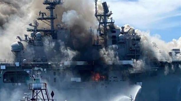 Sức mạnh USMC suy giảm khi siêu hạm Wasp bốc cháy