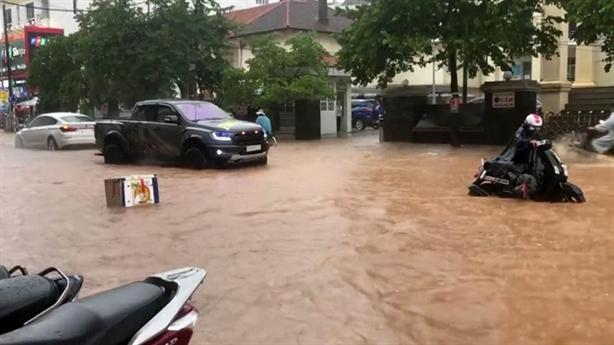 Đà Lạt ngập sâu sau mưa lớn: Cao nguyên sao lại ngập?