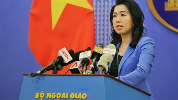 Việt Nam phản ứng tweet Biển Đông của bà Hoa Xuân Oánh