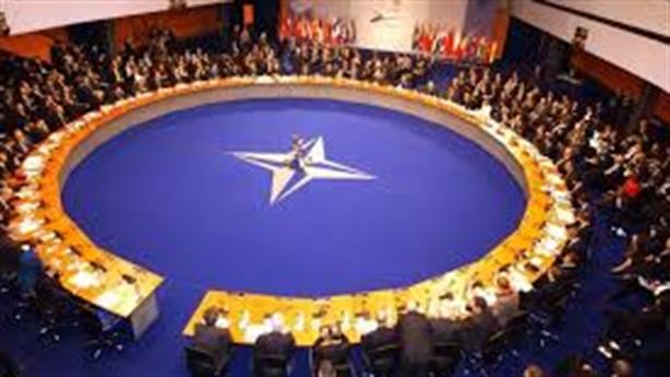 Bundestag kêu gọi Nga gia nhập NATO: Có khả thi?