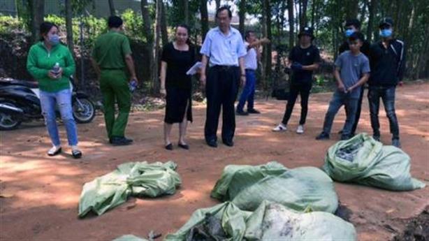 Công ty nước ngoài chôn trộm chất thải: Công nhân tự làm?