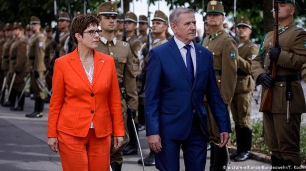 Bị tố nợ tiền NATO, Đức đòi đổi công thức cam kết