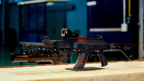 Chuyên gia Nga bình luận súng trường tấn công STV-215/380 Việt Nam