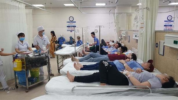 Hơn 100 công nhân nhập viện sau bữa tối: Cơm có gì?