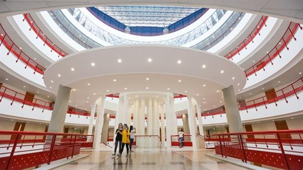 Đại học Việt rộng cửa đón du học sinh: Theo được không?