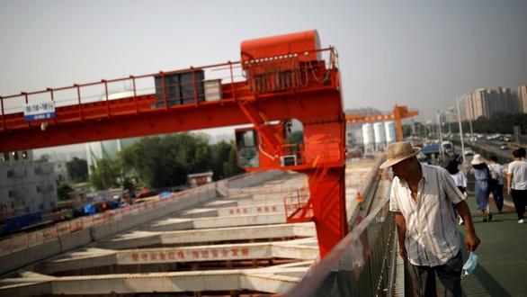 Núi nợ phình to, bàn tay sắt giúp gì cho Trung Quốc?