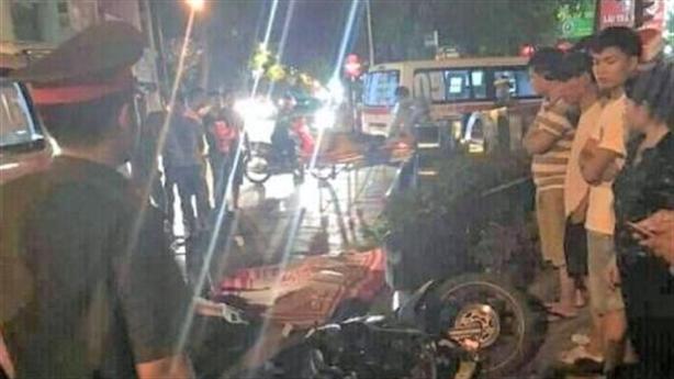 Thanh niên đoàn đi bão gây tai nạn, 1 người tử vong?