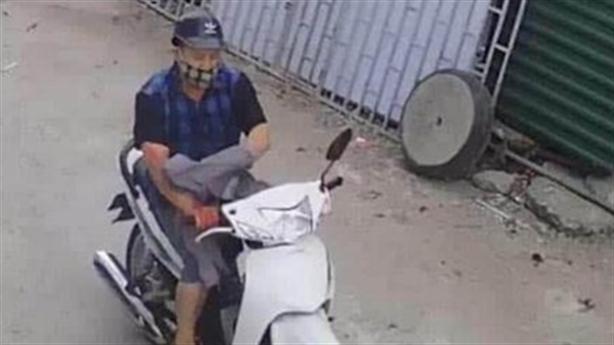 Camera ghi rõ người phụ nữ bị chặn đường đâm tử vong