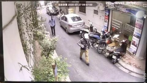 Cướp ngân hàng tại Hà Nội: Đi bộ đến gây án
