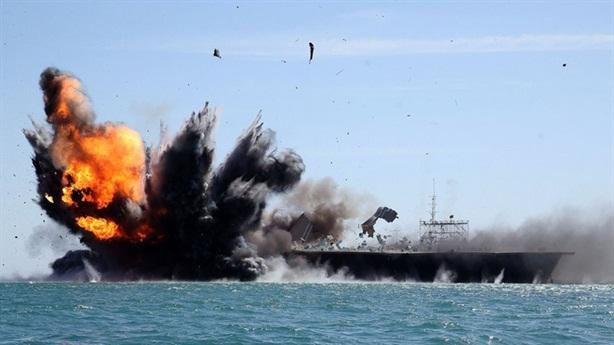Iran tung ảnh tấn công giả định tàu sân bay Mỹ