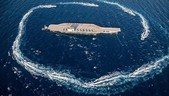Xem chiến hạm Iran chơi 'đèn cù' với tàu sân bay Mỹ