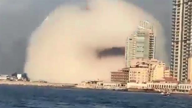 Clip vụ nổ tạo đám mây hình nấm tại Beirut