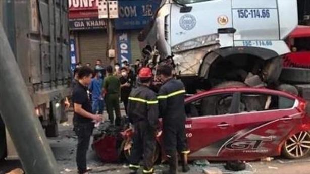 Ôtô chờ đèn đỏ, 3 người tử vong: Tài xế buồn ngủ