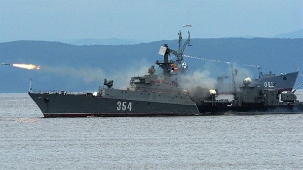 Nga bắn cảnh cáo khi tàu NATO đến gần Crimea