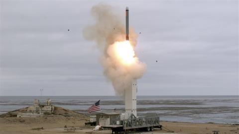 Điều gì khiến Mỹ phải nhờ 'lão tên lửa'... ra oai