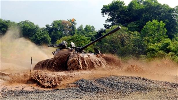Tăng Việt Nam lội nước ngang T-72B3 chuẩn bị thi Army Games-2020
